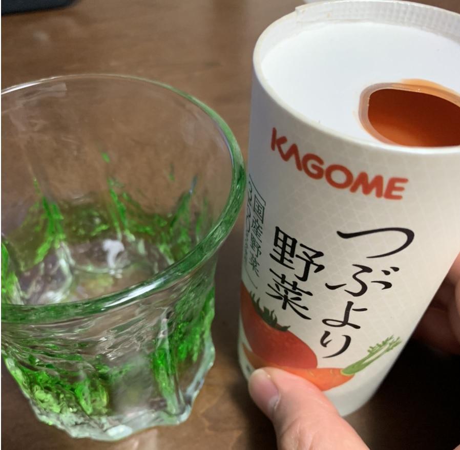 つぶより野菜をグラスに注ぐ前